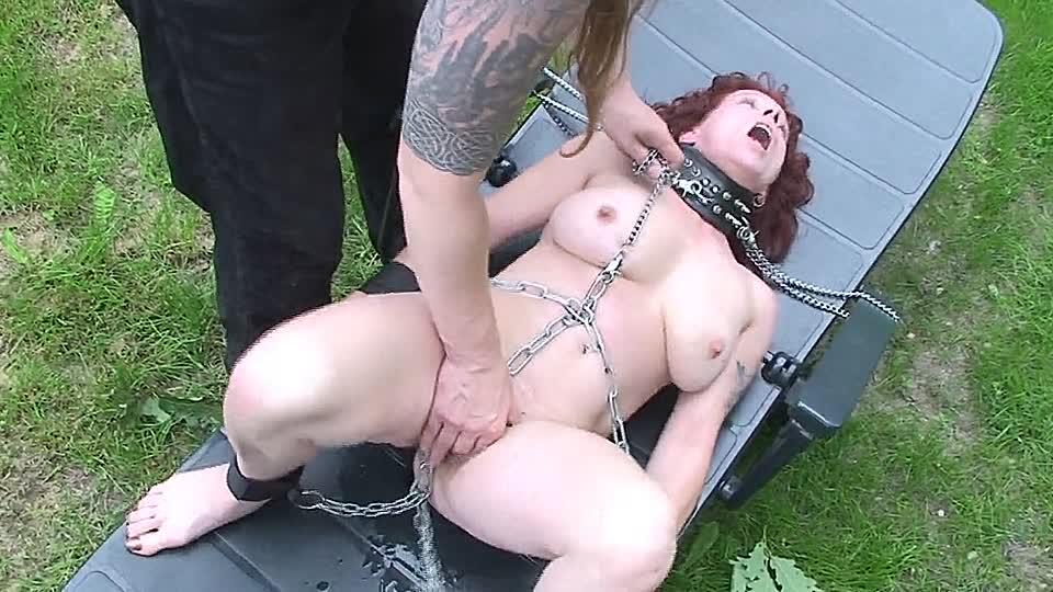 Nackt outdoor gefesselt